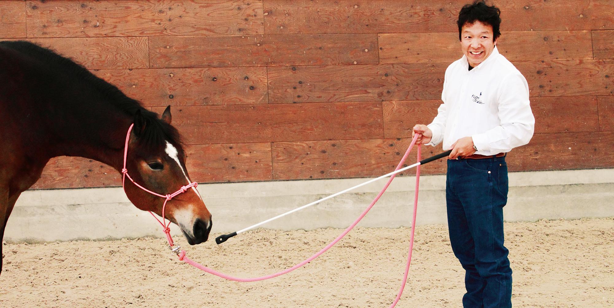 ホースクリニシャン・宮田朋典氏の共生メソッド02_人間の世界へ馬を招き入れる